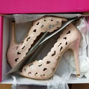 Size 10 Nude Heart Cutout Pumps